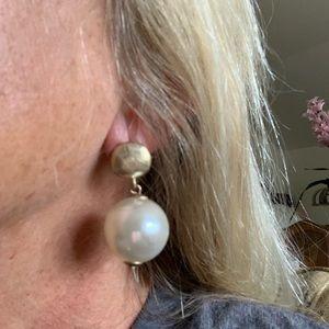 NEW PLUNDER PEARL EARRINGS